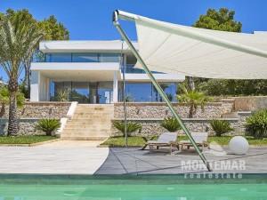 Porto Petro - Villa moderna con acceso al mar en ubicación expuesta