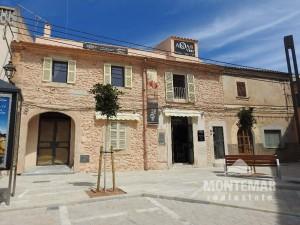 Local comercial con un apartamento en el centro de Santanyí