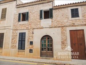Se vende casa adosada con patio en Santanyí