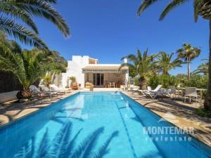 Villa con vista al mar cerca del Robinson Club Cala Serena