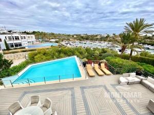 Villa moderna con piscina y vistas al puerto deportivo en Cala d'Or