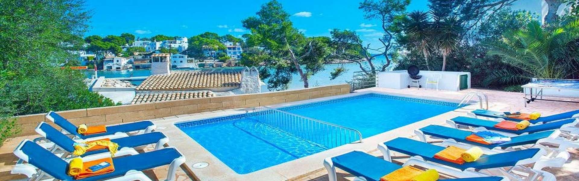 Villa con licencia de alquiler vacacional y magníficas vistas al puerto deportivo de Cala d'Or