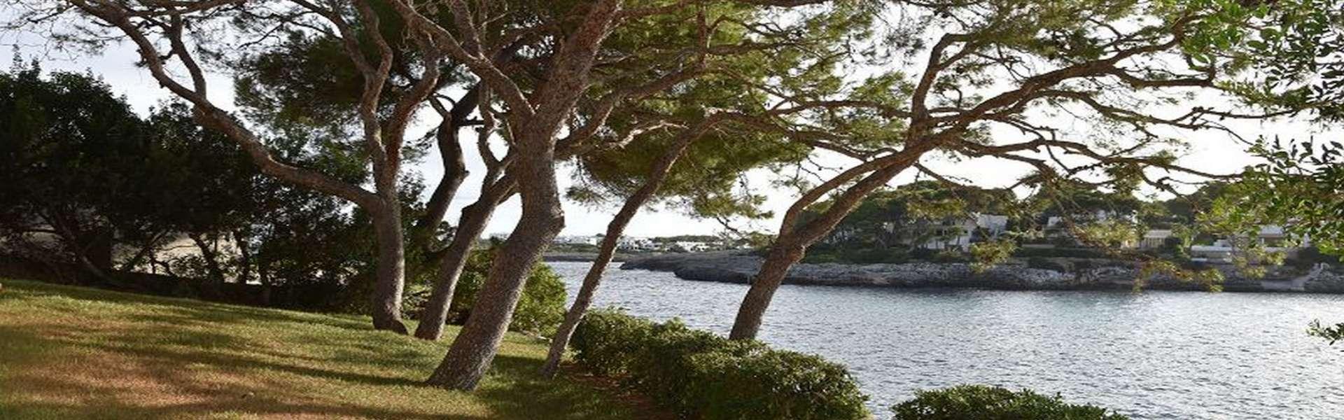 Hermosa villa en primera línea de mar en Cala d'Or