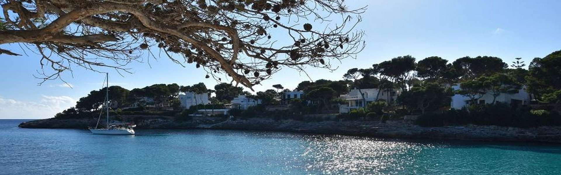 Terreno edificable en primera línea de mar y acceso a la playa en Cala d'Or
